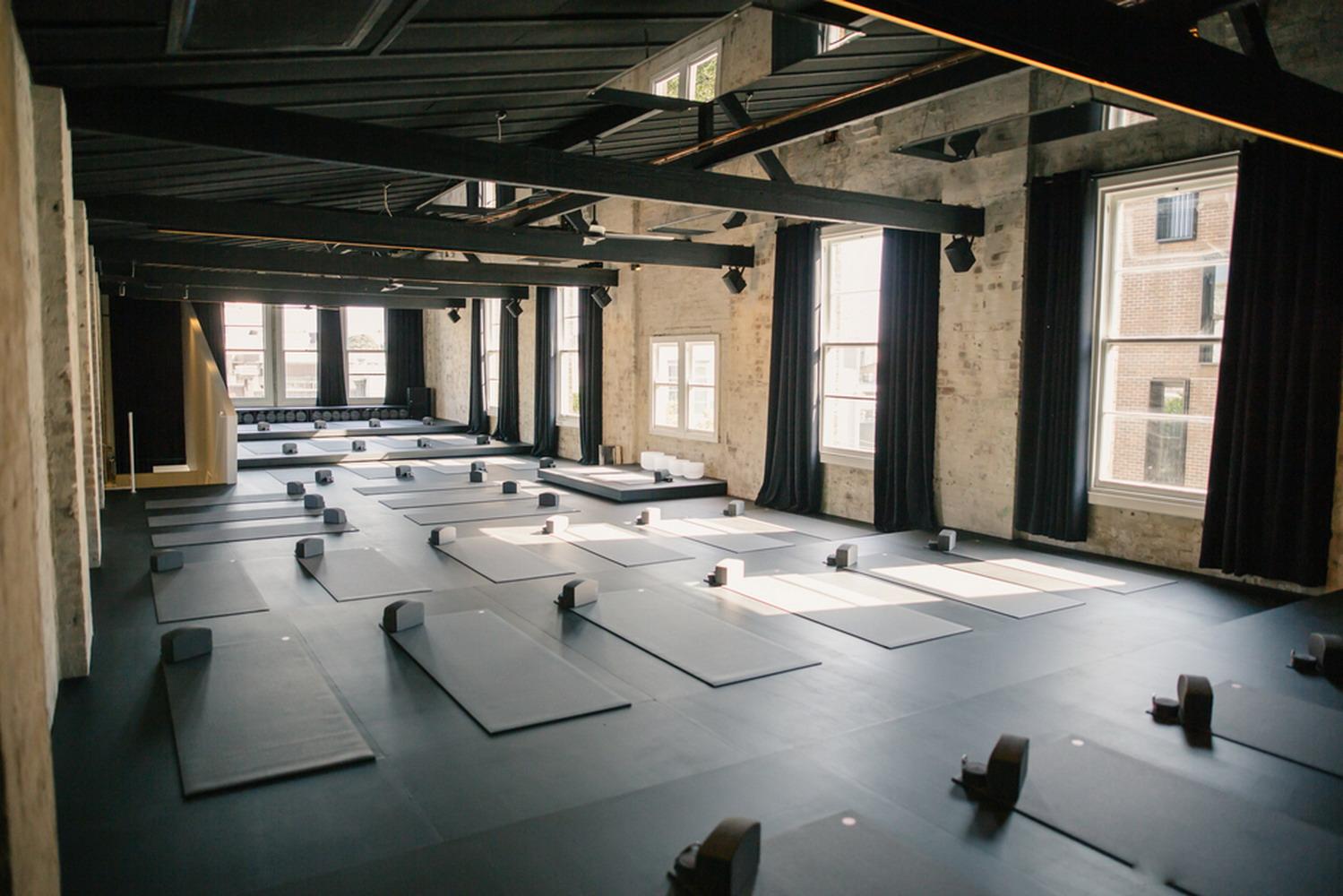 工業風高級灰瑜伽館室內裝修效果圖